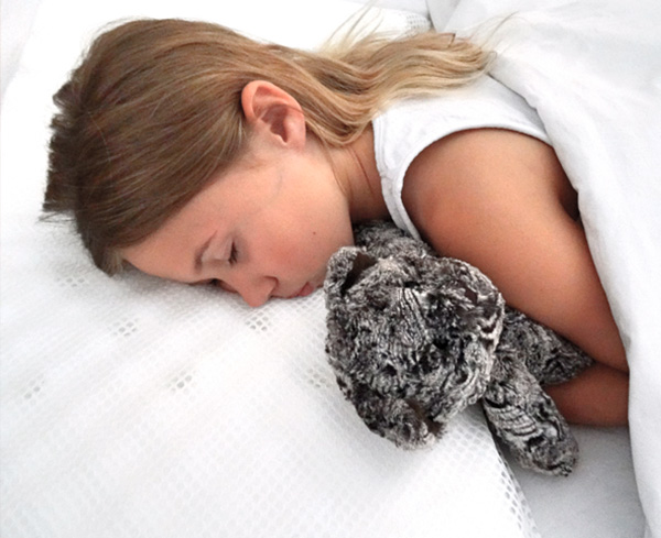 he contoured profile of the Sleep-Safe pillow